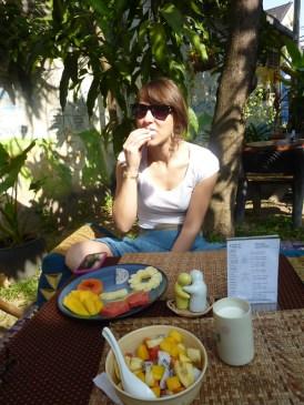Fruchtsalat und Müsli - nom nom