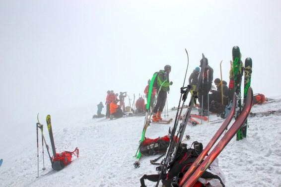 Ankunft am Skidepot im Nebel