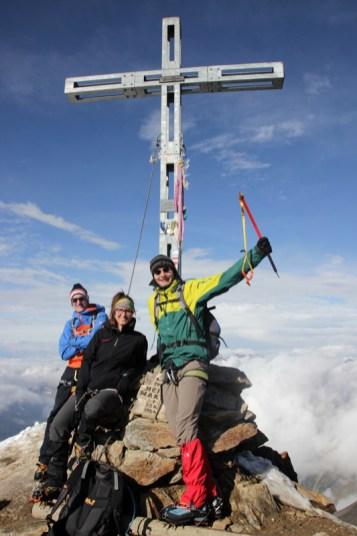 Drei von uns am Gipfelkreuz
