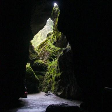 Ausgang der Höhle befindet sich 24m höher als der Eingang