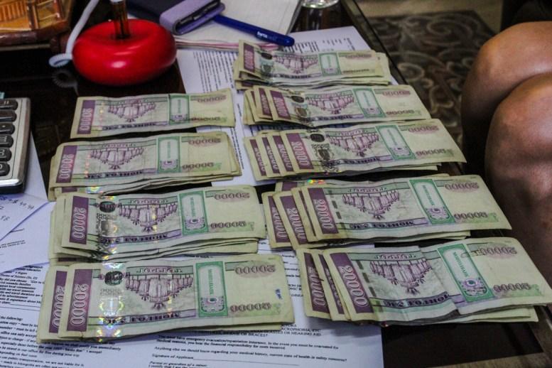 Unmengen mongolisches Geld, ein Euro sind etwa 2.000 MNT