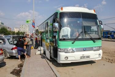 Der öffentliche Bus bringt uns in 14h nach Khövsghöl