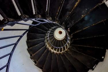 Zahlreiche Stufen führen hinauf zum Leuchtturm