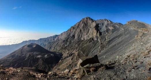 Blick zurück zum Gipfel, Krater und Aschekegel