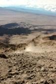 Staubiger Abstieg vom Kilimanjaro