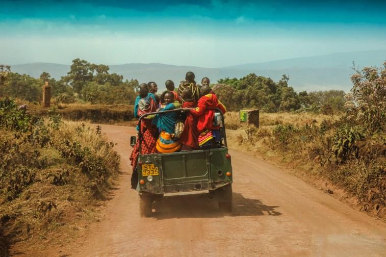 Massai auf dem Nachhauseweg