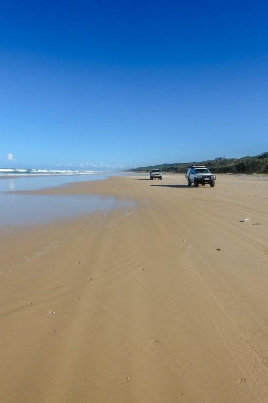 Die typischen Fahrzeuge auf Fraser Island... Leider nimmt uns heute keiner mehr mit