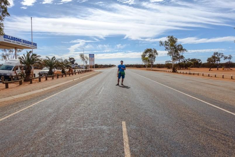 Mitten auf der zweitlängsten geraden Straße Australiens