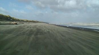 Strandspaziergang in Wind und Regen