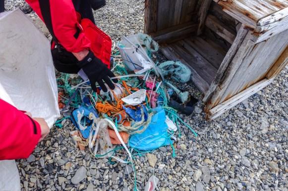 Plastikmüll im Templefjorden