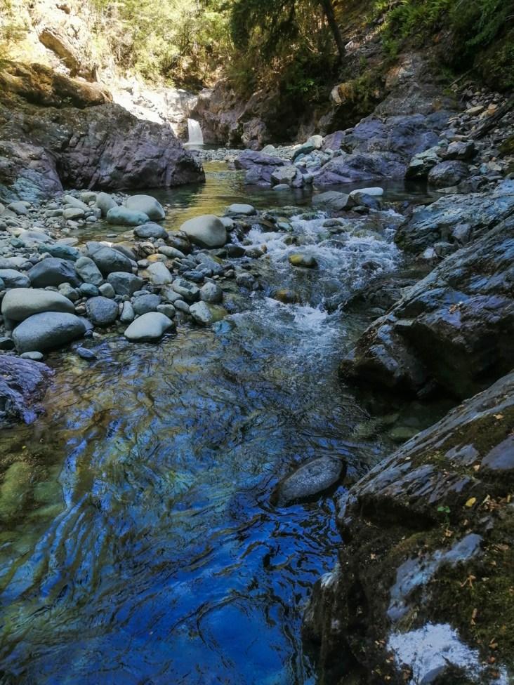 Wasserfall auf dem Weg zur Top Wairoa Hut