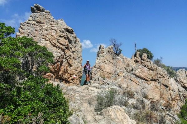 Felsdurchschlupf bei der Bocca d'Uscolu