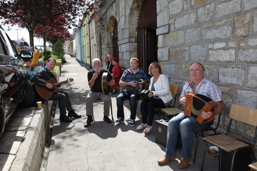 Traditional music Tommy Maguire, Joe Stewart, Catherine Fox and Micheal Shanley