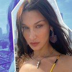 Bella Hadid Can't Stop Wearing Belly Chains & Bikinis This Summer 💥👩👩💥