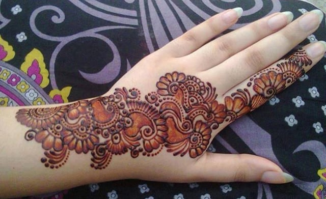 17 Cute And Beautiful Mehndi Designs Pictures SheIdeas