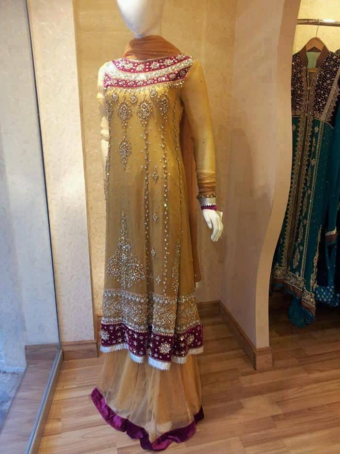 30 Latest Pakistani Bridal Mehndi Dresses Pictures 2019