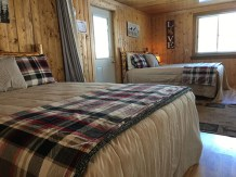 2 queen beds in bunkhouse