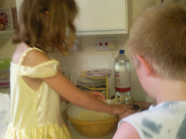KayCee and Aiden baking cakes