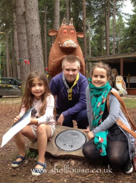 Aiden, KayCee and Ella in front of the Gruffalo