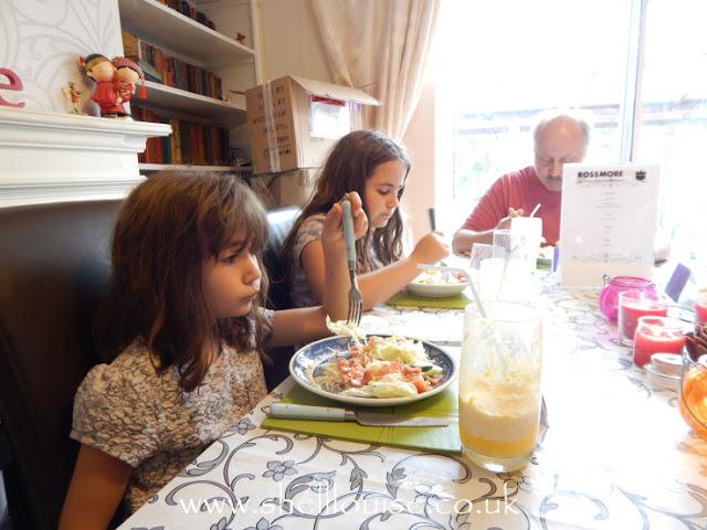 Ant, Kaycee and Ella eating dinner