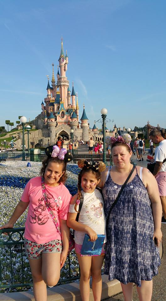 Kellyann, Kaycee and Ella in front of the castle - Disneyland Paris Photos