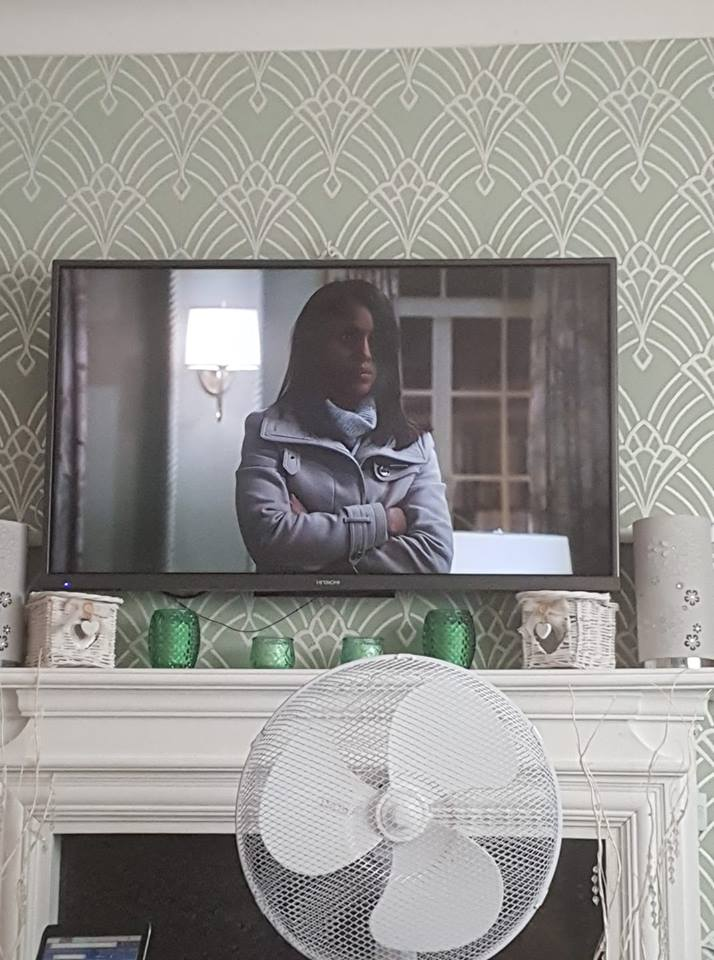 1 day 12 pics number 4 - watching Scandal