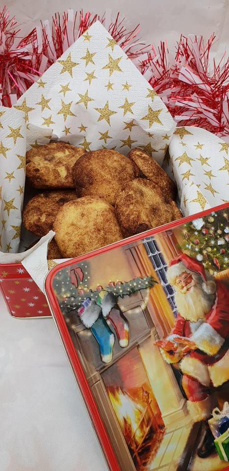Cinnamon and chocolate chip cookies