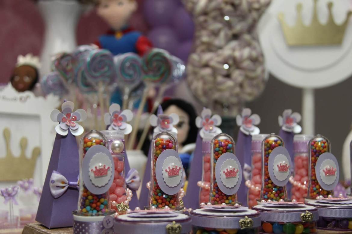 themed party decor - princess party
