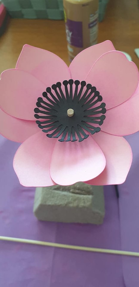 Anemone and vase tutorial - repeat with second set of flower stamens and offset from first