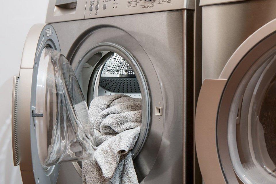 condenser dryer - organised family home