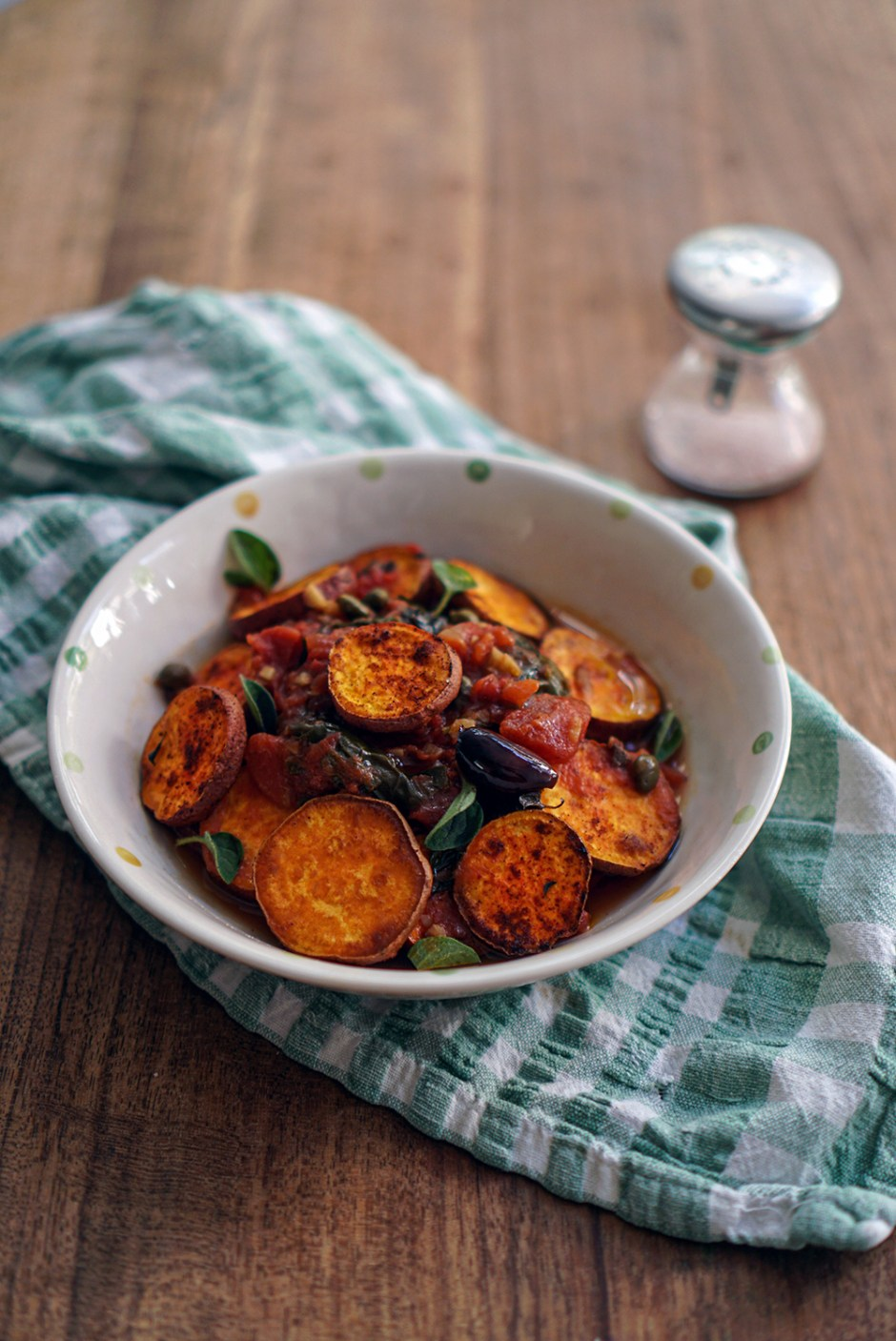 Roasted sweet potatoes with puttanesca sauce