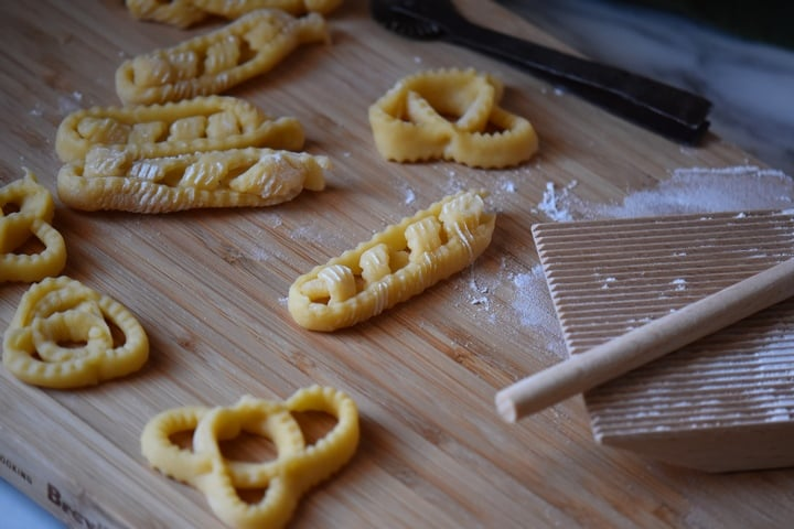The traditional Italian recipe of Caragnoli are made in two different shapes.