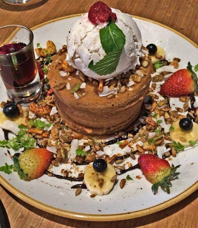 banana-pancakes-preach-cafe-bondi-beach