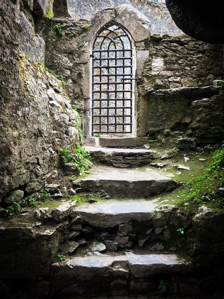 ireland-road-trip-itinerary-door-in-blarney-castle