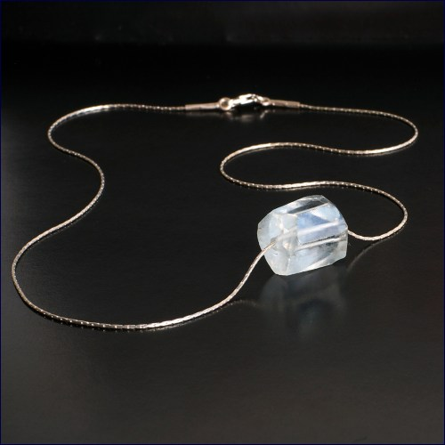 Aquamarine crystal on silver thread chain