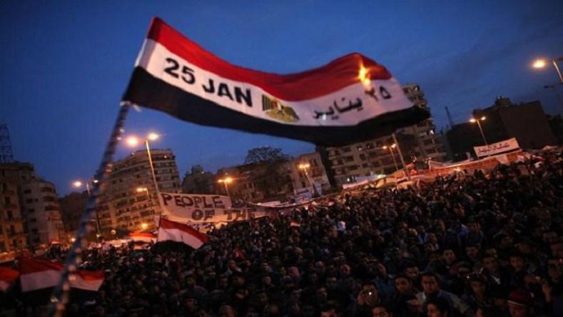 شعر الثورة.. تأريخ المستقبل