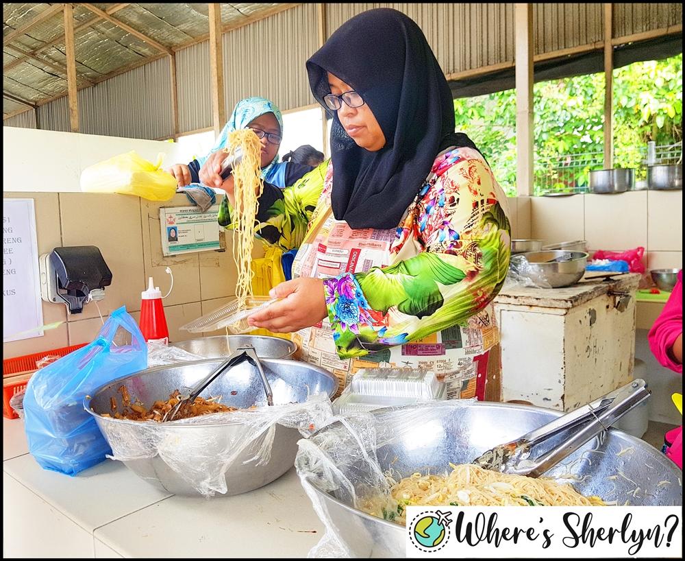 Where to Eat in Brunei: Tamu Kianggeh Brunei Kolo Mee