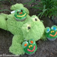 Guest Post: Hoosier Homemade Frog Cupcakes…