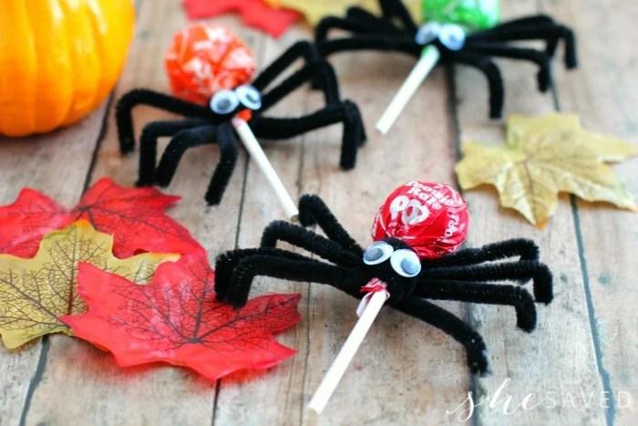 EASY Halloween Craft: Tootsie Pop Spiders
