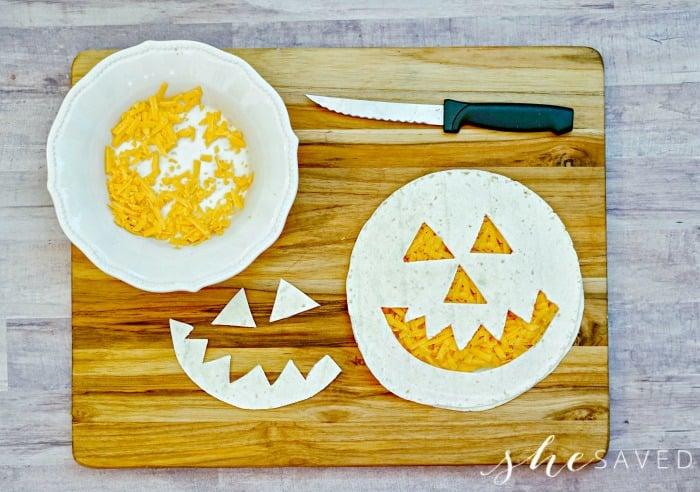 how to cut a pumpkin face in a tortilla