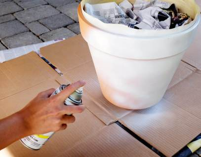 She's So Bright - Spray painting a terracotta pot