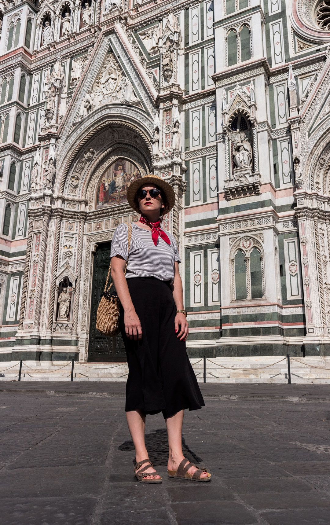 My Italian trip and how to dress for a hot summer in Tuscany   Effortless chic Italian style   Back culottes   How to style culottes   All black look   Red bandana   Stripes   Romantic look   Chic look   Summer outfit inspiration   Straw bag   Raffia bag   She talks Glam   Saida Antolin   Spanish Blogger   Italian Fashion   Canotier   Boater hat