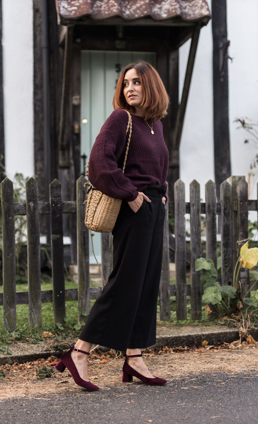 How to make the most of your summer wardrobe in autumn | #Fallfashion | #culottes | How to style culottes in winter | #effortlesschic | #raffiabag | #basketbag | #netbag | #meshbag | #balloonsleeves | #autumnoutfit | #outfitinspiration | She talks Glam | Saida Antolin | #summerpiecesforfall | How to transition your wardrobe into fall | #falloutfit | #classiclook | #chiclook | Cambridge Fashion | #minimalchic | #blackculottes | #ZARA | #anklestrapheels | #widelegtrousers