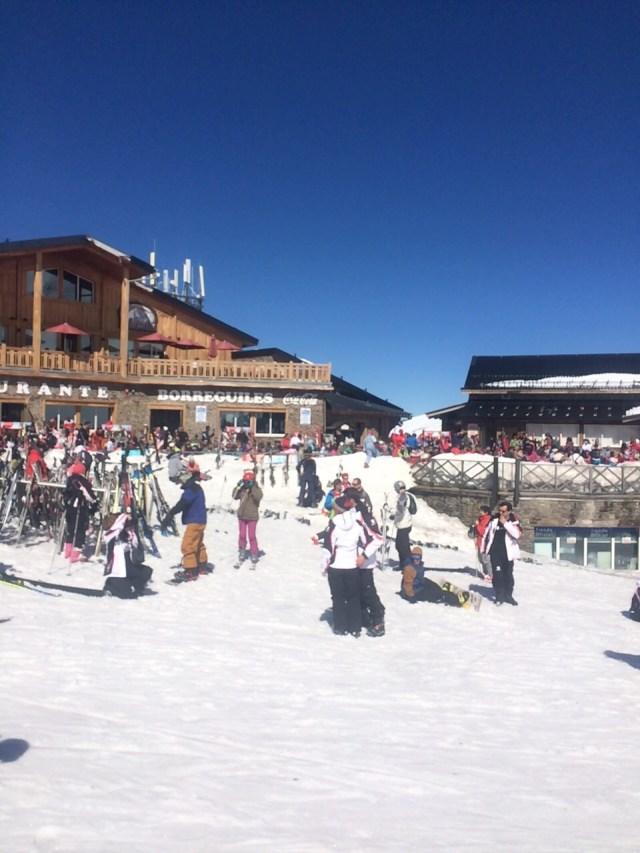 < Ski resort >