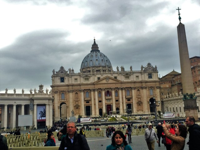 < Vatican City St. Peter's Basilica >