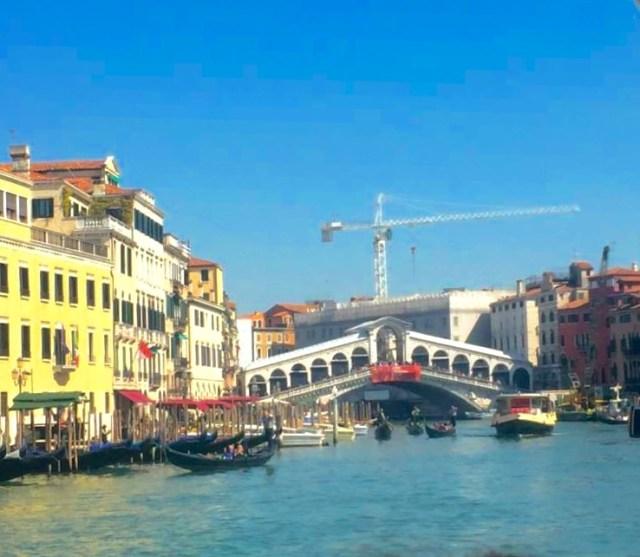 < Rialto Bridge >