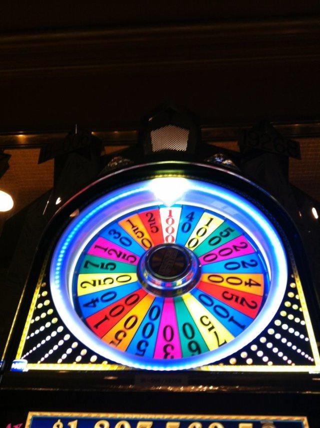 < Wheel of Fortune Slot Machine >