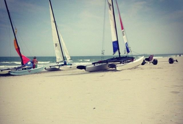 < Beach >