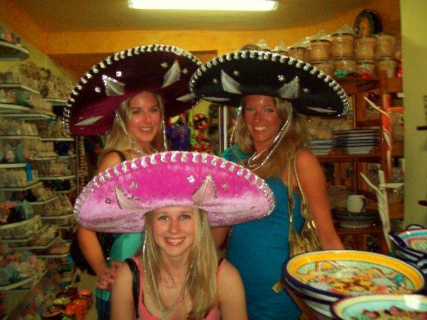 < Sombrero Sisters >