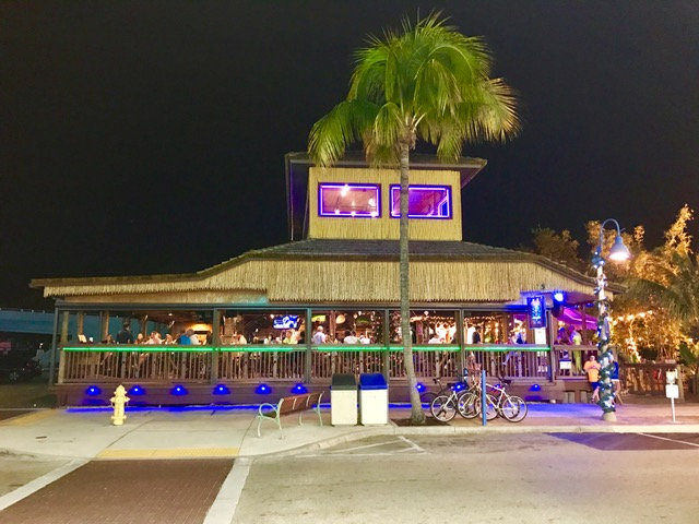 < Yucatan Beach Stand >